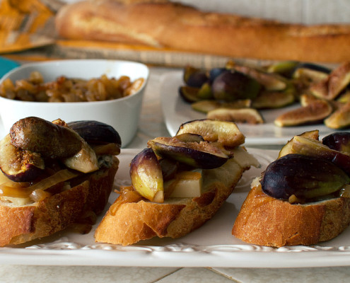 smoked fig and blu di bufala crostini recipe on fmitk.com